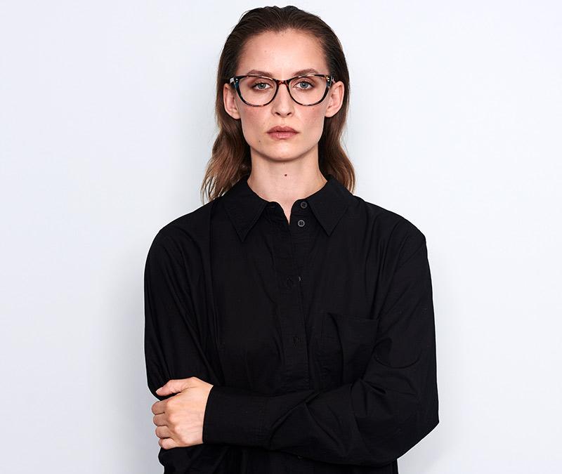 Alexis Amor Lola frames in Gloss Black Amber Fleck