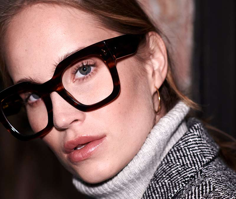 Alexis Amor The Rae frames in Smooth Caramel Stripe